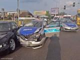 Wypadek radiowozu w Tychach. Policjant trafił do szpitala po zderzeniu na DK44 z samochodem osobowym