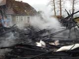 Groźny pożar w Starkowie. Spaleniu uległ budynek gospodarczy [ZDJĘCIA]