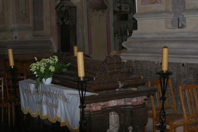 Podziemia pod kościołem klasztornym ojców bernardynów w Warcie