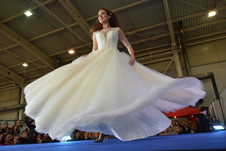 894efcc728 Piękne i modne suknie ślubne oraz garnitury można podziwiać na Targach  Ślubych w rybnickim Ekonomiku