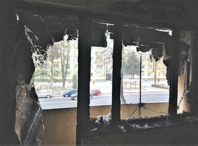 Tak wyglądało wewnątrz mieszkania w bloku przy ulicy Staszica 7 w Oświęcimiu, na osiedlu Chemików, po ugaszeniu pożaru.