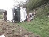 Żegiestów wypadek. Ciężarówka wypadła z drogi i stoczyła się w dół