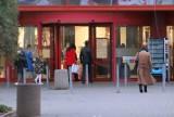 Dużo klientów robiło zakupy w Centrum Handlowym M1 w Radomiu przed wprowadzeniem obostrzeń - zobacz zdjęcia