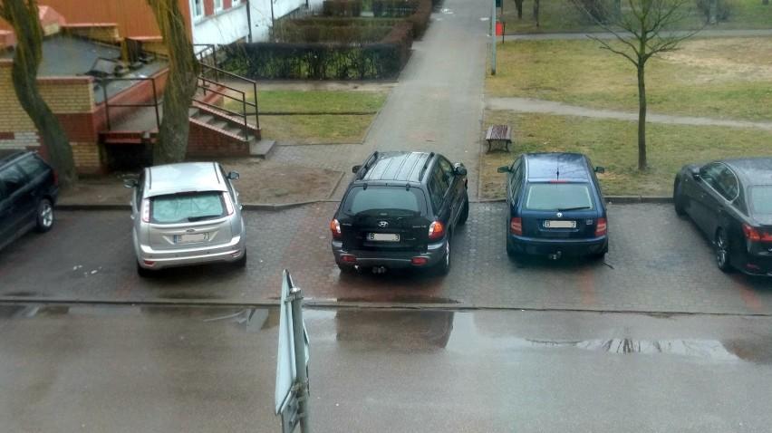 Janusze parkowania w Łomży. Oni parkują, jak prawdziwi mistrzowie. Zobaczcie zdjęcia