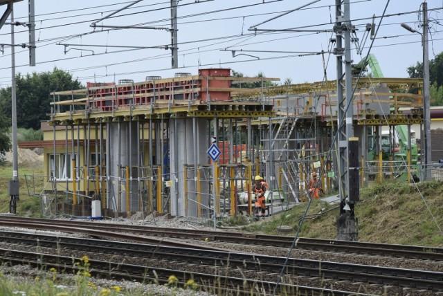 Budowa wiaduktu w Skierniewicach nad torami kolejowymi