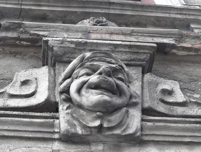 Nazwa kamienicy, w której mieszkała Róża Stein wzięła się od rzeźby nad drzwiami wejściowymi