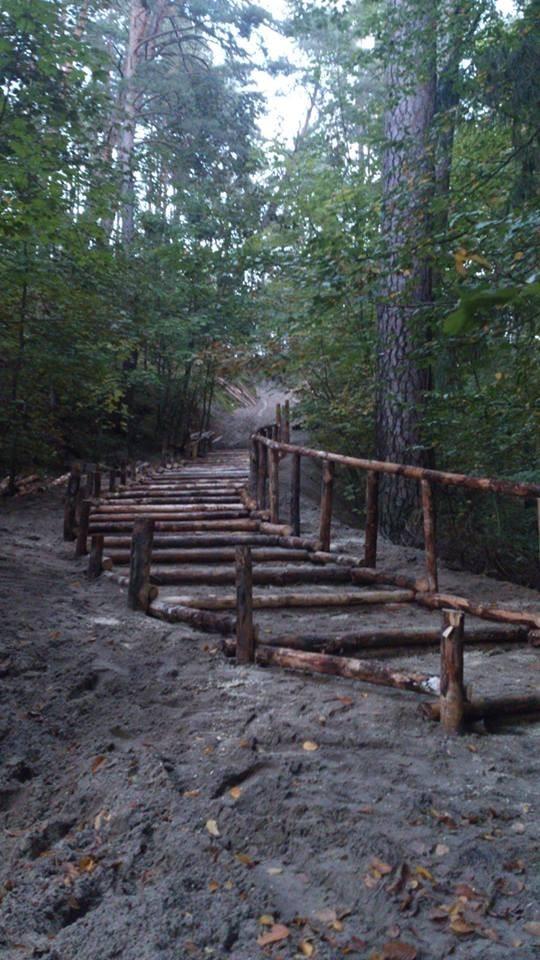 Drewniane schody w Junoszynie