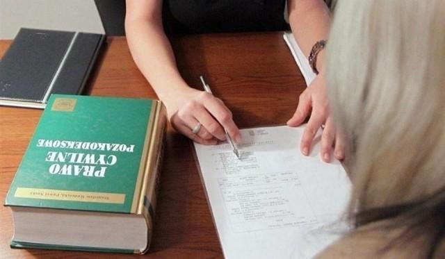 Z nieodpłatnej pomocy może skorzystać każdy, kto złoży oświadczenie, iż nie jest w stanie ponieść kosztów odpłatnej pomocy prawnej