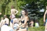 Prawie 500 osób na Basenie Letnim w Kielcach! W upalny wtorek mnóstwo osób relaksuje się na tym obiekcie [DUŻO ZDJĘĆ]