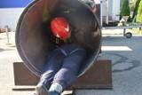 Szkolenia z ciasnych przejść w straży pożarnej w Tychach [FOTO]