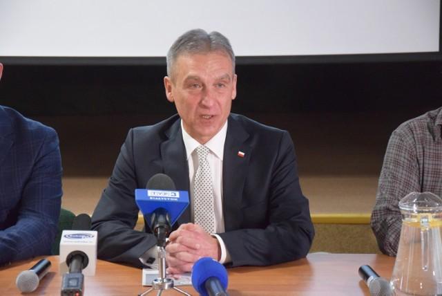 Mirosław Lech, wójt Korycina, ostatnio często komentuje na swoim oficjalnym profilu na fb głośne posunięcia polityczne
