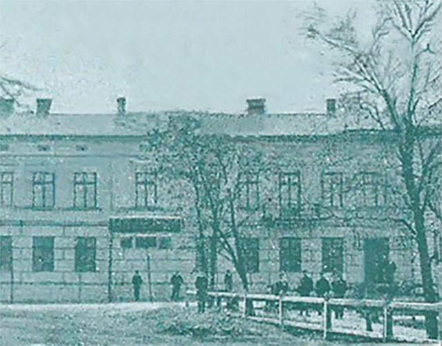 Gmach rosyjskiego banku w Tomaszowie. Fragment pocztówki z 1899 r. Zbiory Muzeum w Tomaszowie Maz.