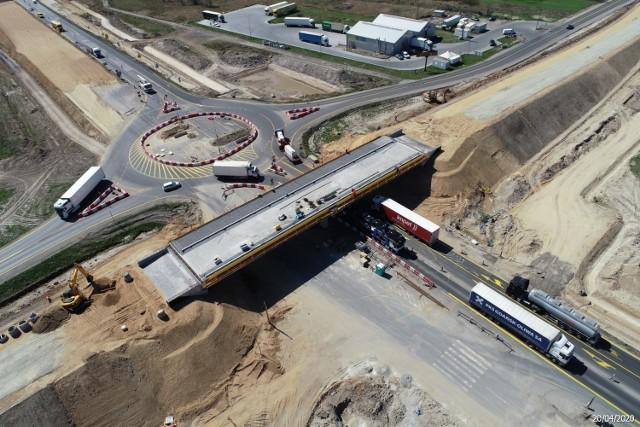 W poniedziałek zostanie otwarty węzeł autostrady A1 w Radomsku i oddany do użytku wiadukt nad autostradą