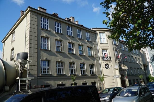Liceum Sióstr Urszulanek od lat funkcjonuje w Poznaniu jako szkoła niepubliczna. Jej przedstawiciele chceli jednak, żeby placówka miała status publicznej. Zgodę otrzymali, ale szkoła formalnie nie istnieje.