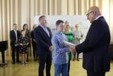 Mniej pieniędzy dla zdolnych uczniów! Zmiany w Stypendiach Burmistrza Wągrowca