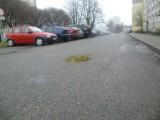Dziury na drogach w Chodzieży: Mieszkańcy mają na nie sposób!