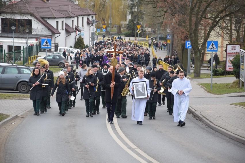 Tłumy świecian żegnały dziś (czwartek) księdza Kazimierza...