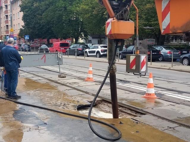 Po usterce wodociągu na Pomorzanach w Szczecinie