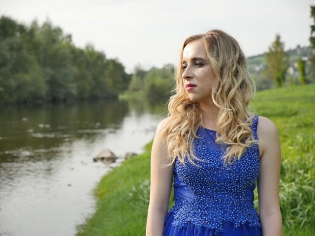 Katarzyna Szpilka z Bełdna nakręciła teledysk, podsumowujący jej  kolejny etap edukacji muzycznej