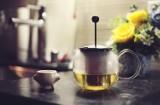 To dzieje się z organizmem, gdy regularnie pijesz zieloną herbatę. Zaskakujące skutki