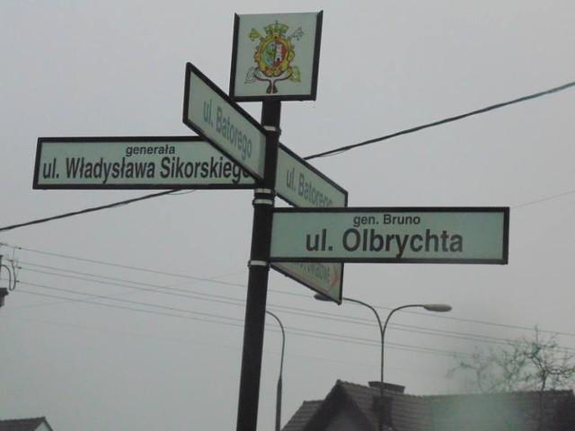 Na kolejnych slajdach propozycje nowej nazwy dla tej ulicy wraz z uzasadnieniem