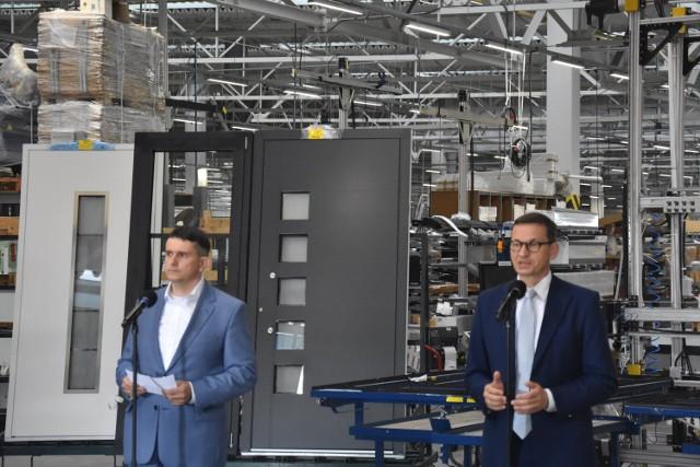 Zdaniem premiera Mateusza Morawieckiego dzięki firmom takim jak Eko-Okna udało się Polsce przetrwać koronakryzys.