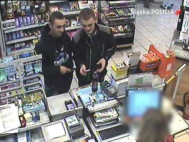 Tych dwóch mężczyzn poszukuje policja. Czy ktoś z Państwa ich rozpoznaje?Jeśli tak, należy dać znać śledczym