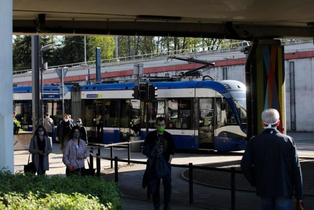 Działania MPK SA, związane z rozdawaniem maseczek, mają zwrócić uwagę na obowiązujące zasady bezpieczeństwa w tramwajach, autobusach