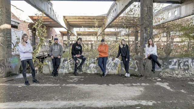 Zespół Sezon na czereśnie powstał w 2018 roku w Porąbce Uszewskiej, muzycy przygotowują materiał na debiutancką płytę