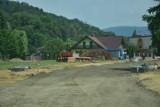 Gorlice. Łącznik ulicy Batorego i Kochanowskiego w budowie. Dokładnie widać zarys przyszłej drogi [ZDJĘCIA]