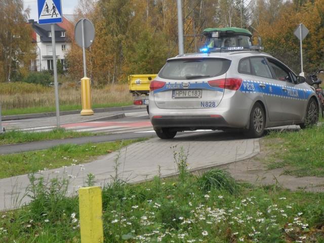 W piątek po godzinie 11 na ulicy Darowskiej w Ustce kierowca volkswagena craftera potrącił prawidłowo jadącą rowerzystkę. Kobieta trafił do szpitala. To pierwsze zdarzenie drogowe na wyremontowanej niedawno DW 203.