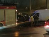 Sosnowiec: Zderzenie busa i dwóch samochodów osobowych. Rozpędzone pojazdy wjechały w mur