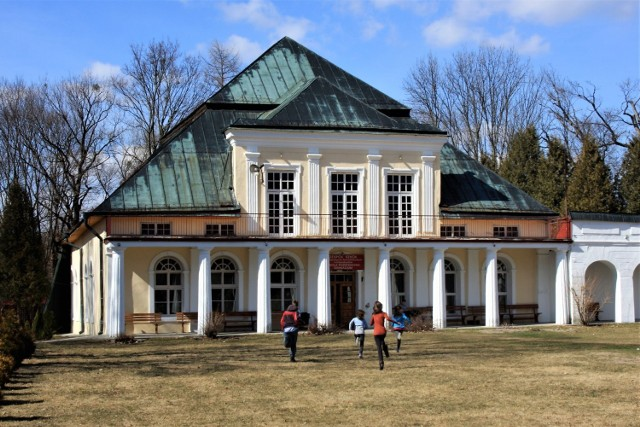 Jeden z budynków kompleksu sanatoryjnego w Krasnobrodzie
