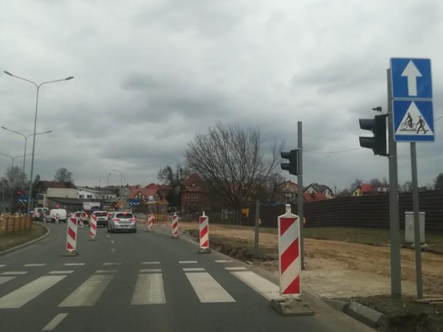 Na ulicy Zawadzkiej ruszyły roboty związane z przebudową skrzyżowania.
