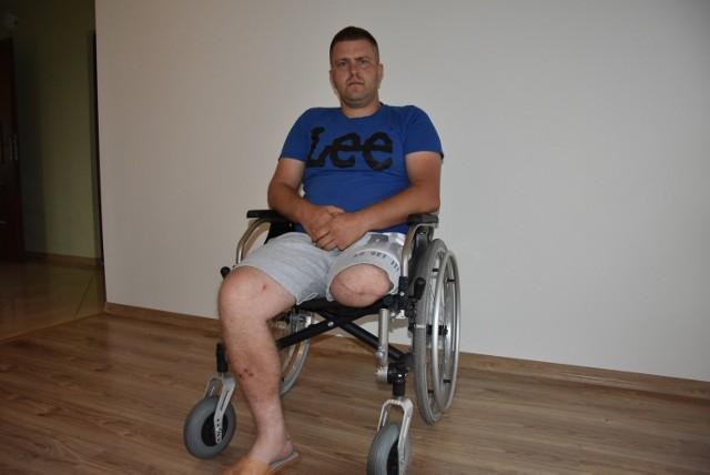 Daniel miał przejść za kilka tygodni zabieg, który pomógłby powrócić do sprawności. Z powodu epidemii operacja została odwołana.