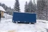 Ośrodek narciarski ZwardońSki. Górny parking kanapy na Mały Rachowiec zablokowany kontenerem