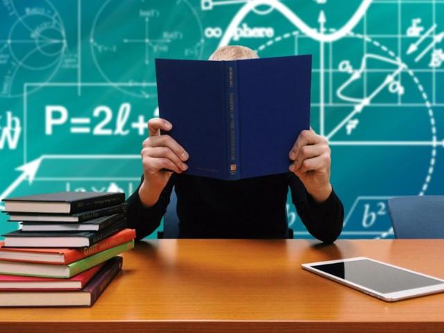 W szkołach średnich w Przemyślu maturę zdało 80 proc. uczniów.