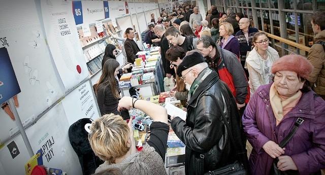 Wrocławskie Promocje Dobrych Książek, dziś Wrocławskie Targi Dobrych Książek zapraszają na Dworzec Główny w niedzielę, 8 grudnia, do godz. 16