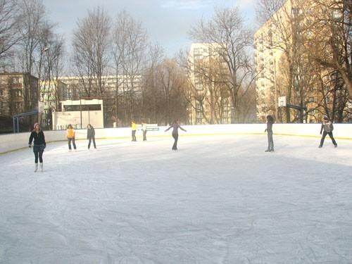 Podczas ferii bilet na lodowisko miejskie przy ul. Słowackiego kosztuje 1 złoty