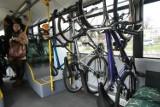 Pasażer wyproszony z autobusu, bo nie nadzorował swojego roweru. Świadkowie krytycznie o zachowaniu kierowcy: krzyczał, nie próbował pomóc