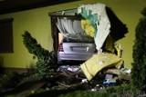 Opole. Pijany 21-latek wjechał mercedesem do salonu domu przy ul. Nyskiej [ZDJĘCIA]