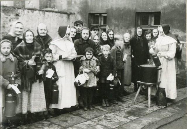 Przytułek przy ulicy Styczyńskiego w 1947 roku. Siostry boromeuszki przygotowywały posiłki mieszkańcom zrujnowanego miasta