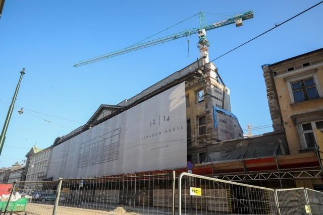 Wpisana do rejestru zabytków kamienica przy Stradomskiej 12-14, ok. 300 m od Wawelu, ma  się w efekcie przebudowy zamienić w pięciogwiazdkowy hotel Stradom House ze 125 pokojami