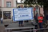"""Premier Mateusz Morawiecki w Chodzieży. Burmistrz chciał mu wręczyć """"rachunek od mieszkańców"""""""