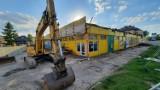 Blaszak przy ulicy Podmiejskiej w Kaliszu jest już wyburzany. W jego miejsce stanie market Aldi. ZDJĘCIA