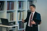 Dr Jarosław Flis: Kryzysy mają to do siebie, że stawiają sprawy na ostrzu noża