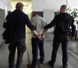 Łódź. Policjanci zatrzymali dwóch pseudokibiców Widzewa. Tuż po meczu piłki nożnej wtargnęli na boisko i rzucili się na zawodników