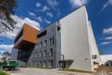 Budowa szpitala. Tak wyglądają pokoje administracji i sale
