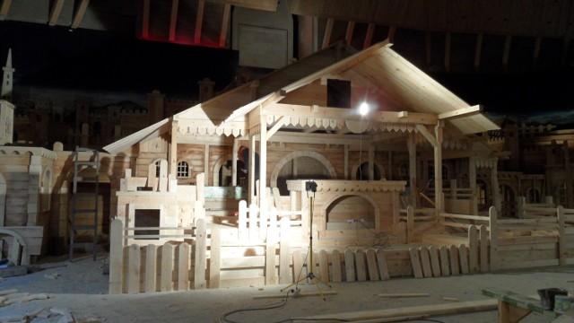 Budowa szopki u franciszkanów w Tychach