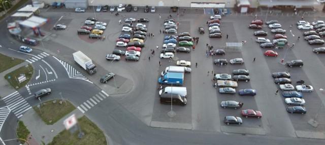 Policjanci skontrolowali uczestników nielegalnego zlotu w Pile